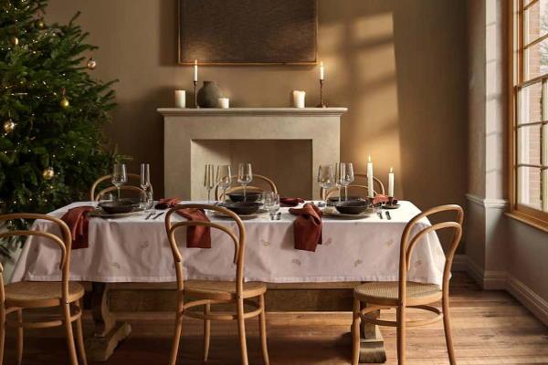 Božićne dekoracije i ukrasi za blagovaonu – Zara Home