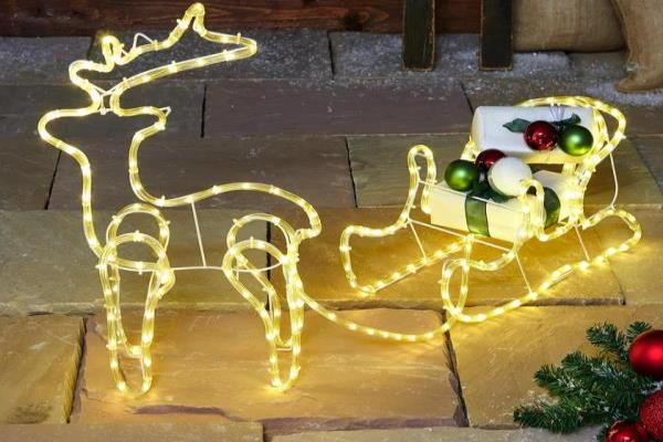 Vanjske božićne lampice i dekoracije